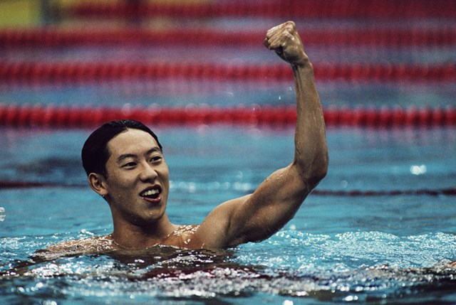 1988年のソウル五輪100m背泳ぎで日本競泳陣に16年ぶりの金メダルをもたらした鈴木大地(Simon Bruty/Getty Images)
