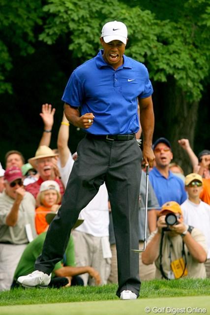2009年 全米プロゴルフ選手権 3日目 タイガー・ウッズ 14番でチップインバーディを決め、渾身のガッツポーズ!