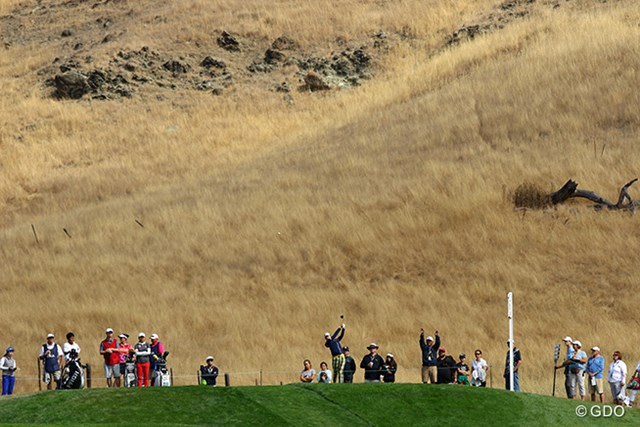 2016年 全米女子オープン 初日 丘陵地帯 岩山に薄く土が多い、その上に草が生えたような土地です