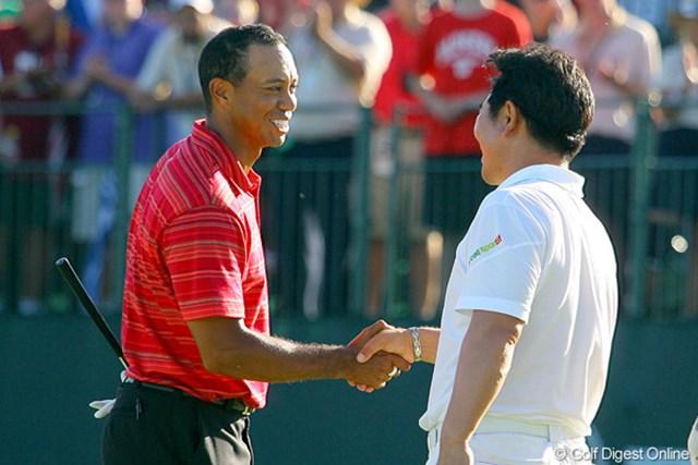 2009年 全米プロゴルフ選手権最終日 タイガー・ウッズ&Y.E.ヤン 逆転負けを喫しても、笑顔で勝者を称えたタイガー。胸中は悔しさで満ちているはず