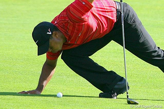 2009年 全米プロゴルフ選手権最終日 タイガー・ウッズ ボールに虫(ゴミ?)が…。息を「フッ!」