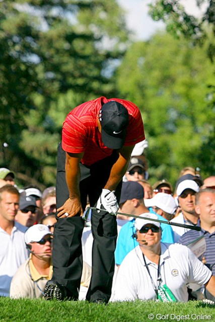 2009年 全米プロゴルフ選手権最終日 タイガー・ウッズ ミスショットにうなだれるタイガー。まさかこのような展開になろうとは…