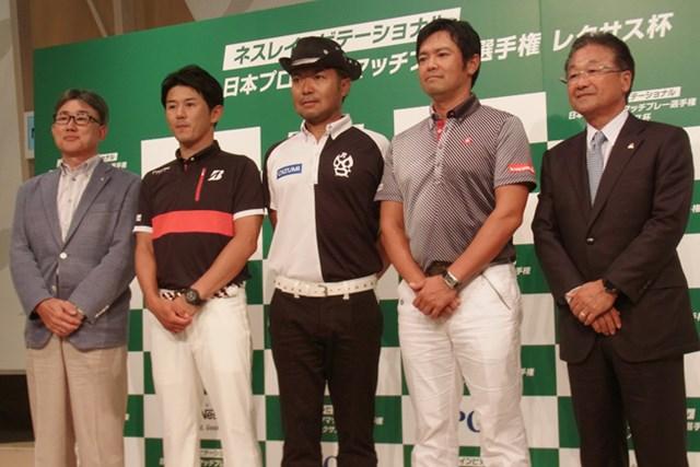 ネスレ日本の高岡浩三CEO(写真左端)らが都内で会見を開き、近藤共弘、片山晋呉ら「ネスレ招待日本マッチプレー」の出場者を発表した