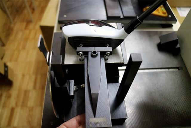テーラーメイド M1 フェアウェイウッド マーク試打 (画像 4枚目) フェース角は-2.5度とオープン、ライ角もフラットで、重心角も小さめなので左へのミスを嫌う人にオススメだ。
