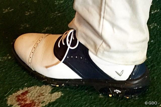 2016年 ダンロップ・スリクソン福島オープンゴルフトーナメント 初日 深堀圭一郎 見た目はなんら変わりないようで…深堀の注文がたっぷり詰まった新しいスパイク