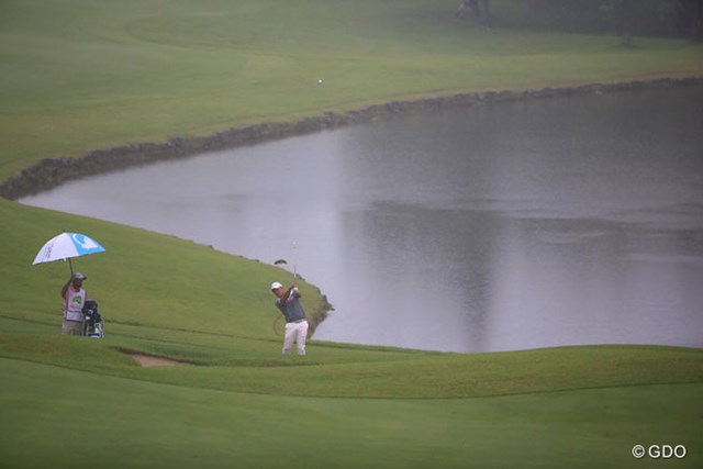 2016年 ダンロップ・スリクソン福島オープンゴルフトーナメント 初日 小田孔明 この天気で終盤真っ暗です