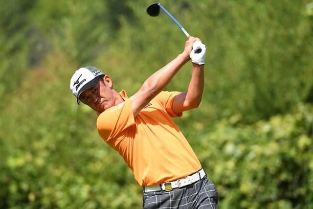 シニア入りしてから間もない鈴木亨が首位で最終日を迎える ※日本プロゴルフ協会提供画像