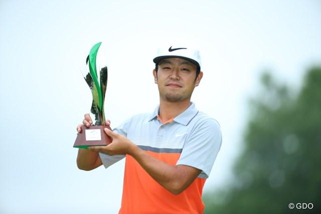ツアー初Vからの2週連続勝利で、32番目の男・時松が優勝賞金1億円をつかんだ