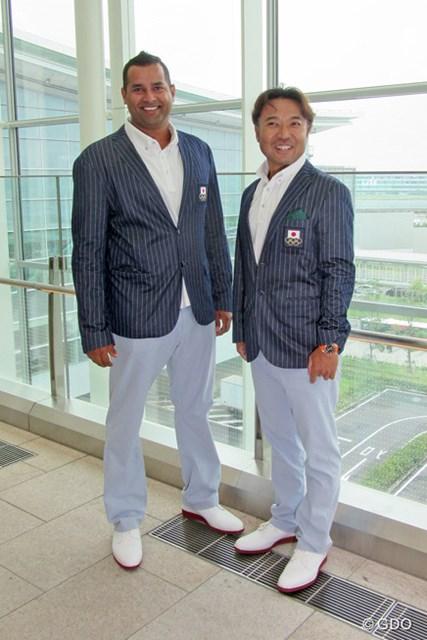 片山晋呉がリオ五輪に向けて出国。帯同するキャディのラジーフさんと健闘を誓い合った