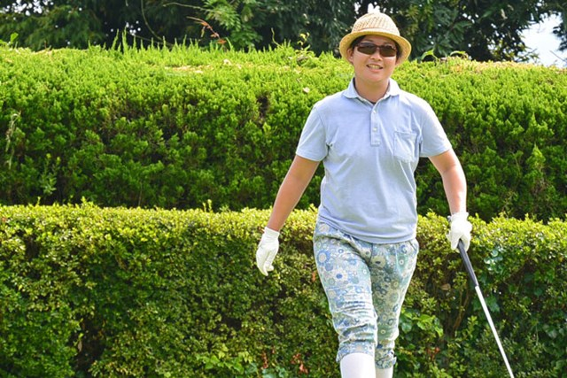 6アンダーの単独トップで最終日を迎える足立由美佳 ※日本女子プロゴルフ協会提供画像