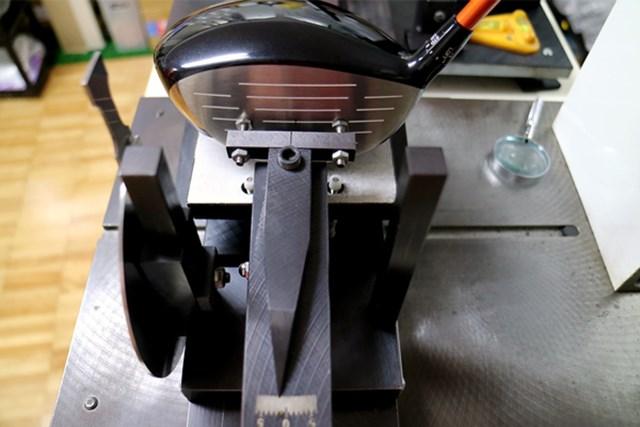 ダンロップ スリクソン Z765 ドライバー マーク試打 (画像 3枚目) 可変スリーブをノーマルポジション設定すると、フェース角が-0.75度とオープンフェース。フッカーとの相性が良い