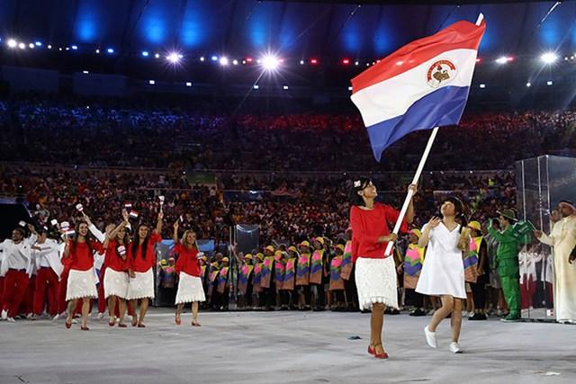 2016年 リオデジャネイロ五輪 事前 フリエタ・グラナダ パラグアイの旗手として開会式に参加したフリエタ・グラナダ(Cameron Spencer/Getty Images)