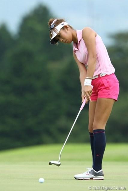 2009年 CAT Ladies 最終日 金田久美子 ノースリーブ、短パン、ハイソックス・・・女性のゴルフウェアはここ数年で本当に様変わりしましたねぇ。