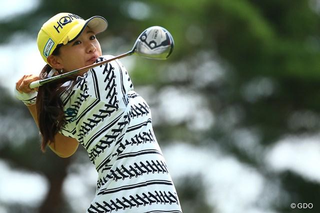 8月プロテストでトップ合格した永井花奈が、早くもツアー初優勝のチャンスをつかんで最終日へ