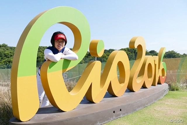 「ここに来たら、オリンピックに来たって思う」という大山志保。16番ティで記念撮影