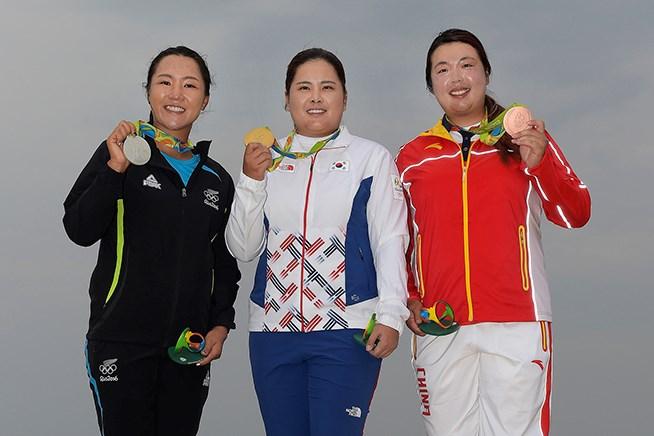 116年ぶり金メダルは朴仁妃 野村敏京、巻き返しの健闘4位
