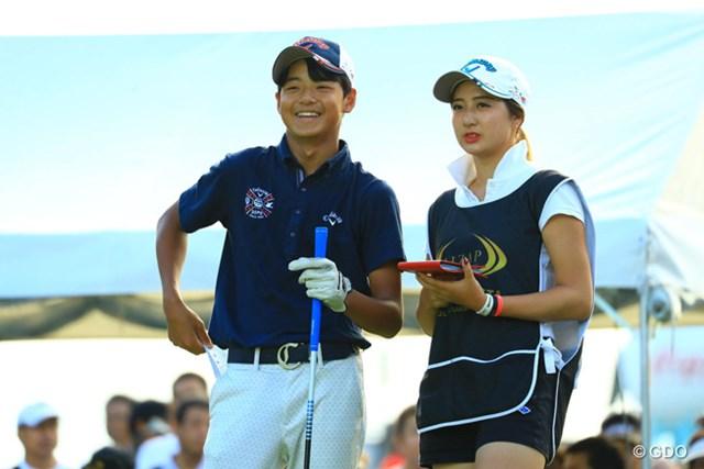 2016年 RIZAP KBCオーガスタゴルフトーナメント 初日 石川航 二代目ハニカミ王子!葉子ちゃんもすっかり大人の女性になりましたなぁ。