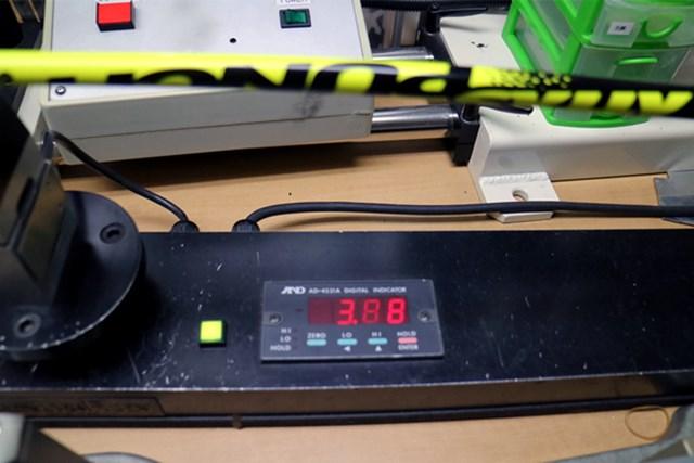 USTマミヤ ATTAS パンチ マーク試打 (画像 3枚目) センターフレックス値は3.88。60g台のSフレックスとしてはやや軟らか目となっている。