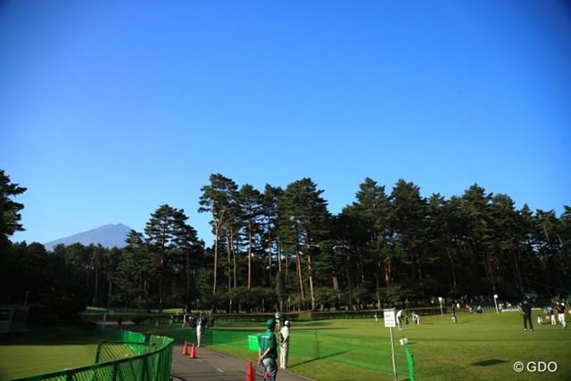 向こうに見える富士山がずっと見えていたらいいのに。