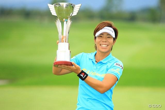 2016年 ゴルフ5レディス プロゴルフトーナメント 最終日 穴井詩 プロテスト合格から9年。ついにツアー初優勝を果たした穴井詩