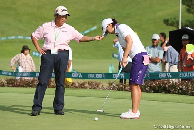 試合終了後、清元先生と練習する美保ちゃん。