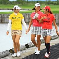 本当に楽しそうな3人。仲良しなんですかね? 2016年 ゴルフ5レディス プロゴルフトーナメント 最終日 イ・ナリ、原江里菜、イ・ボミ