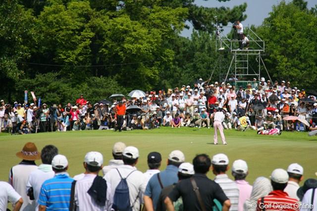 午後には石川遼の組を何重もの人垣が取り囲んだ。この日のギャラリーは6,583人