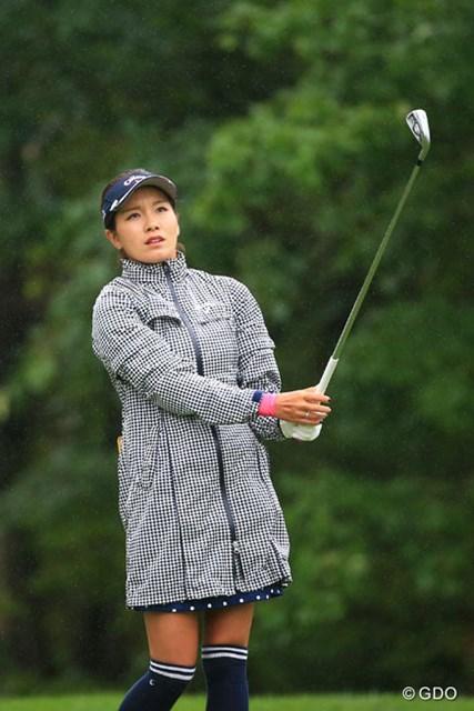 2016年 日本女子プロゴルフ選手権大会コニカミノルタ杯 2日目 藤田光里 お洒落なレインウェアだこと