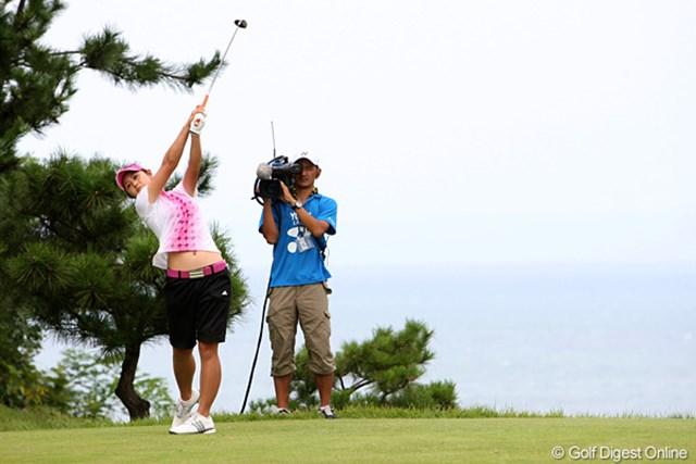 2009年 ヨネックスレディスゴルフトーナメント最終日 諸見里しのぶ しーちゃんの後方に見えるは日本海です