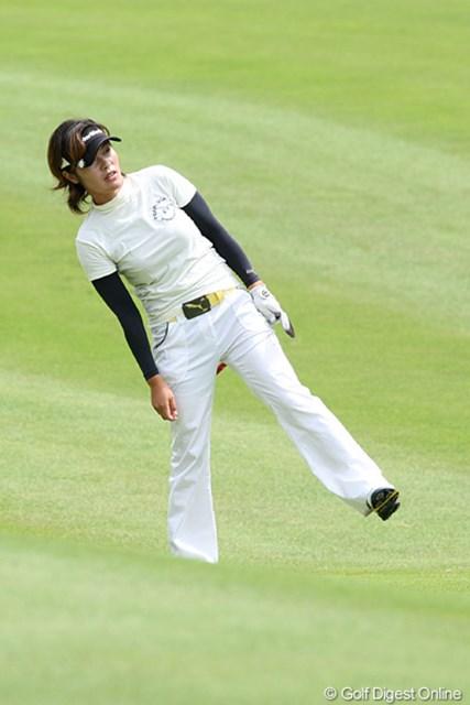 2009年 ヨネックスレディスゴルフトーナメント最終日 寺澤絵里 なんのポーズでしょうか?