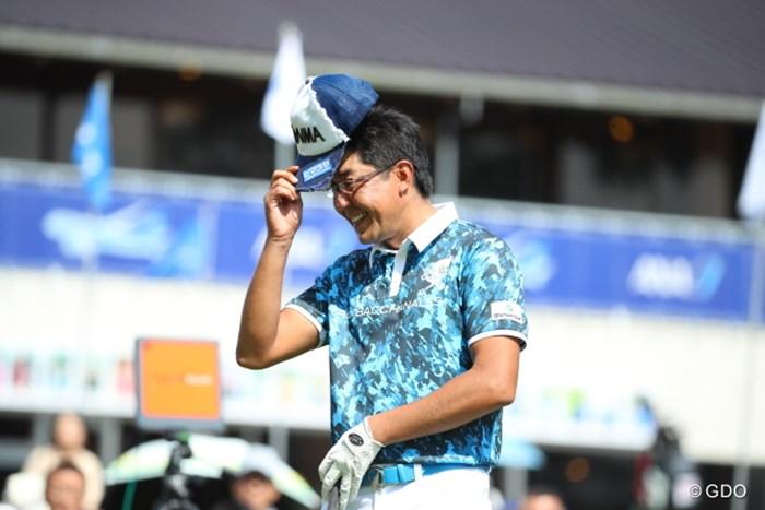本日誕生日と紹介されて照れ笑いのスタート。 2016年 ANAオープンゴルフトーナメント 初日 富田雅哉