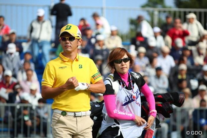 イエローとピンクの派手コンビ。 2016年 ANAオープンゴルフトーナメント 2日目 近藤共弘