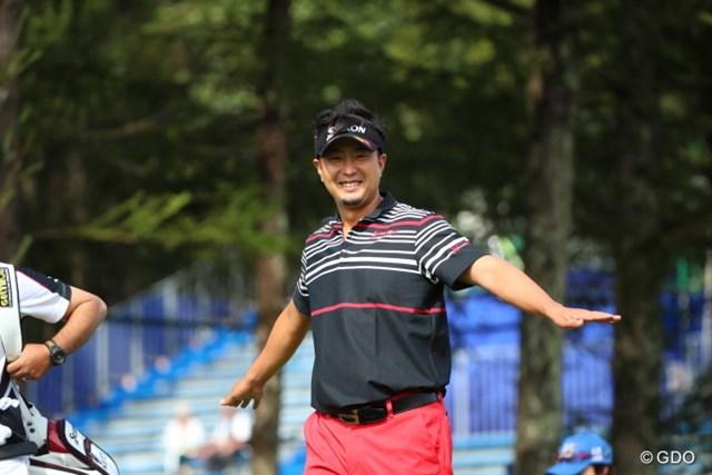 2016年 ANAオープンゴルフトーナメント 3日目 塚田陽亮 きっと飛行機の真似をしているのだろう。子供なんだから。