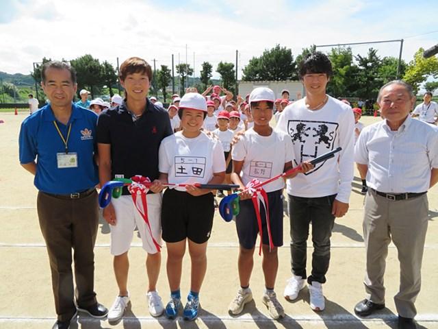 熊本県菊陽町にある小学校にスナッグゴルフを寄贈した。(提供:JGTO)