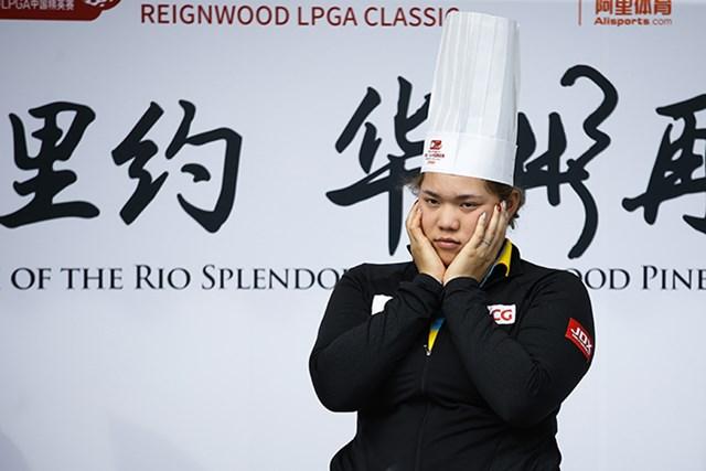 首位発進を決めたアリヤ・ジュタヌガン。大会開幕前には中華料理作りの講習を受けた(VCG/VCG via Getty Images)