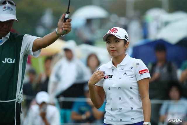 2016年 日本女子オープンゴルフ選手権競技 初日 イ・ボミ 必ずスタート直前、胸の前で十字をきるクリスチャンのボミちゃん。