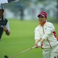 なんだかお尻がひけてて面白いフィニッシュ。 2016年 日本女子オープンゴルフ選手権競技 初日 川満陽香理