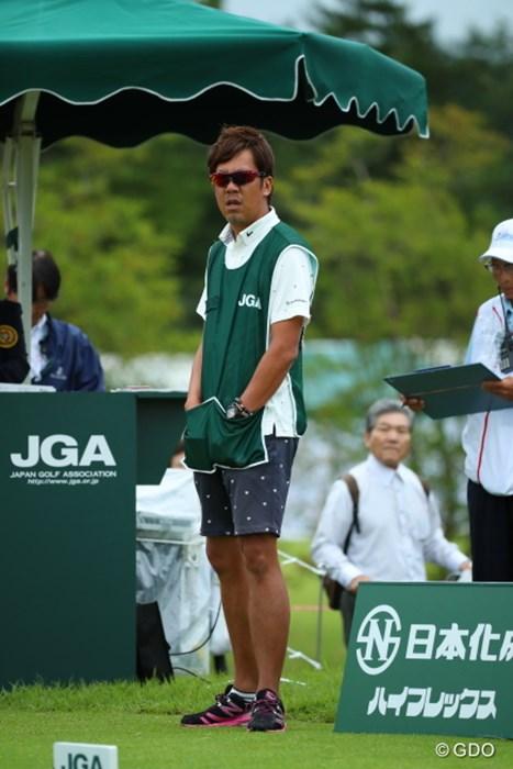 今日もいい感じ出してますねー。南コーチ!一応普通の人。 2016年 日本女子オープンゴルフ選手権競技 初日 城間絵梨のキャディ