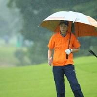 こんな雨でもやるしかないのがプロなのだ。 2016年 日本女子オープンゴルフ選手権競技 初日 豊永志帆