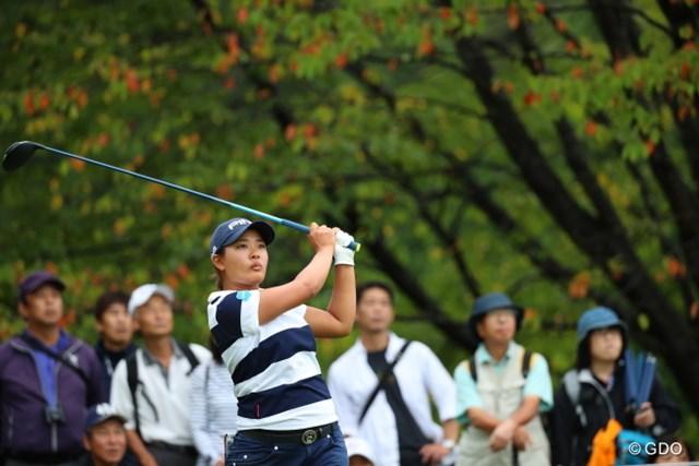 2016年 日本女子オープンゴルフ選手権競技 初日 鈴木愛 カモフラ柄ではないのに見えづらい。