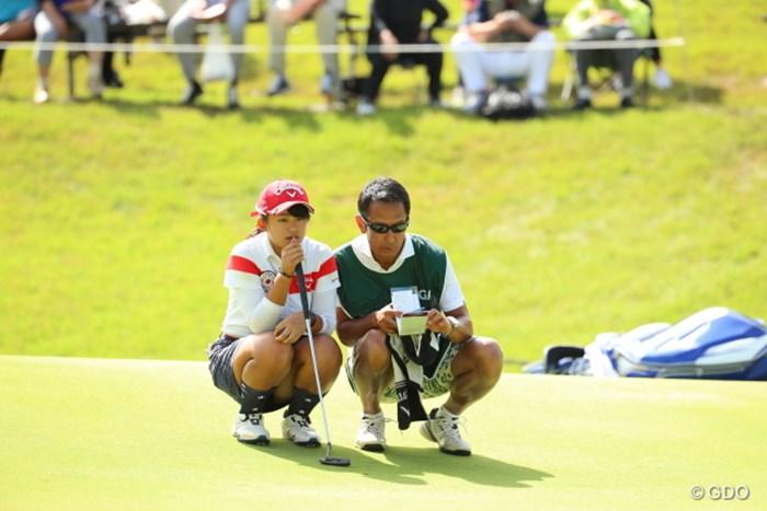 なんかいいね。キャディはお父さんかな? 2016年 日本女子オープンゴルフ選手権競技 2日目 @長野未祈