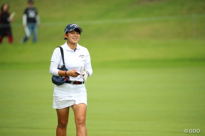 「うふふ、お買物、お買物。」 2016年 日本女子オープンゴルフ選手権競技 3日目 長野未祈