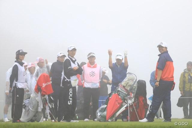 2016年 スタンレーレディスゴルフトーナメント 2日目 畑岡奈紗 3番ティで待機する畑岡奈紗の組