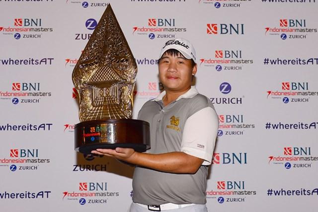 2016年 BNIインドネシアマスターズ 最終日 プーム・サクサンシン ツアー初優勝を飾った23歳のプーム・サクサンシン ※画像提供:アジアンツアー