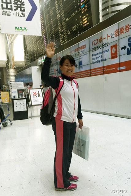 畑岡奈紗 米ツアー出場権を懸けセカンドQTに向け成田空港を出発した畑岡奈紗