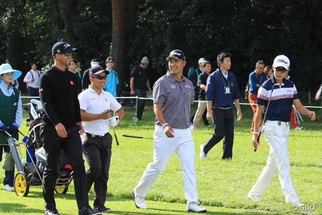 世界屈指のトッププロ2人とアマチュア2人で練習ラウンド。写真右端でラフを歩いているのが中島啓太