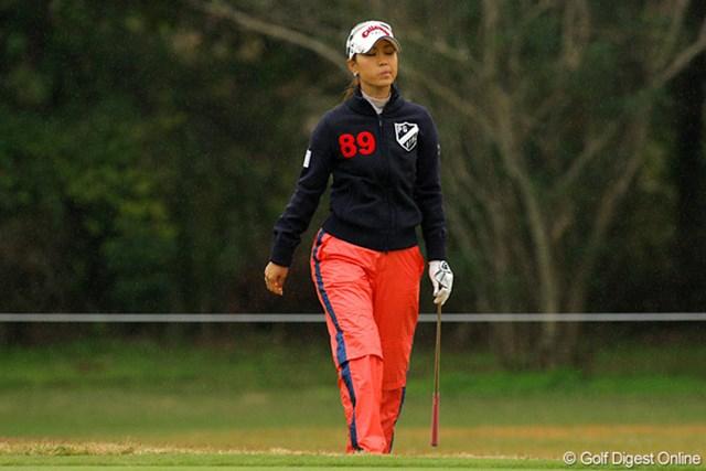 思うようにいかないゴルフに、ついつい不満げな顔となってしまう上田桃子