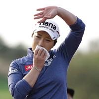 初日のホールアウト後、引退イベントをグリーン上で行った朴セリ(Chung Sung-Jun/Getty Images) 2016年 LPGA KEB・ハナバンク選手権 初日 朴セリ