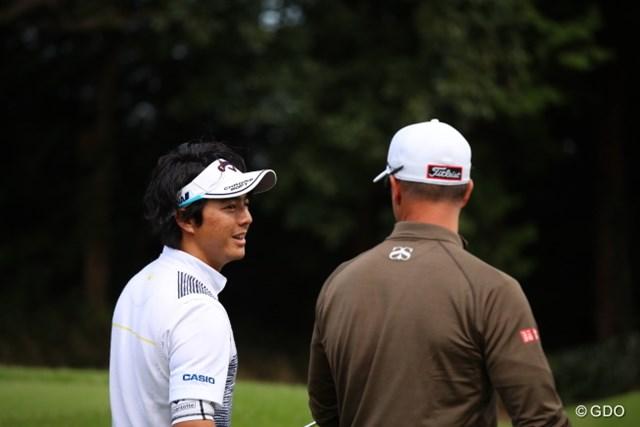 2016年 日本オープンゴルフ選手権競技 2日目 石川遼 アダムと談笑する遼君。もちろんイングリッシュ。