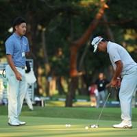松山英樹は東北福祉大学の後輩・佐藤大平プロとともにパットを確認 2016年 日本オープンゴルフ選手権競技 最終日 佐藤大平 松山英樹